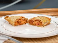 Empanada de berenjena, tomate y muzzarella