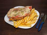 Suprema de pollo Napolitana Con papas fritas Para 2 Personas