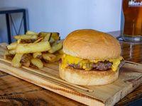Promoción - Cheeseburger + Papas fritas + Bebida a elección