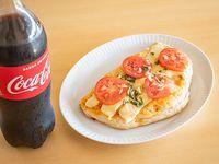 Combo - Calzón de jamón, muzzarella, tomate, ajo y morrones + Coca Cola 1.5 L