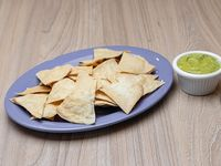 Nachos + guacamole