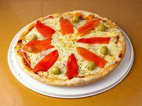 Pizza mozzarella con jamón y morrón