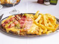Milanesa cheddar y panceta + papas fritas