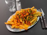 Papas fritas con cheddar, verdeo y panceta
