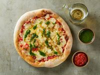Pizza individual con cebolla caramelizada