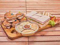 Pata de cerdo o ternera para 3 o 4 personas + 25 sándwiches de miga surtidos