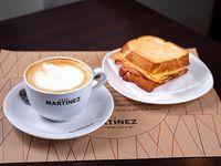 Promoción - Café con leche +Tostado especial de jamón y queso