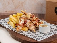 Pinchos de pollo con papas steakhouse
