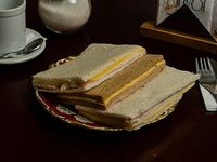 Sándwich de miga común