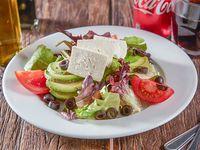 Almuerzo - Ensalada de queso fresco mini + Bebida de 350 ml