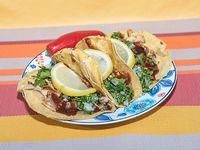 Tacos de pollo con bbq con tortillas de maíz