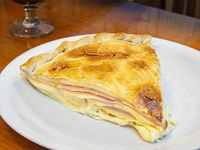 Tarta de jamón y queso (porción)