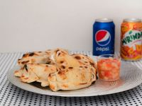 Promo - 8 empanadas + 2 latas de gaseosa