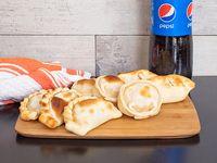 Promo - 8 empanadas caseras + gaseosa Pepsi 1.5 L
