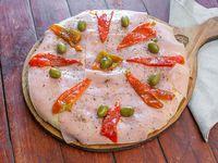 Pizza de muzzarella,  jamón y morrón