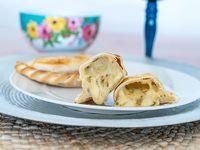 Empanada al horno de queso y cebolla