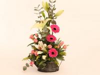 Regadera Gris - Arreglo de liliums con gerberas y mini rosas