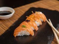 Niguiris de salmón fresco nikkei (6 piezas)