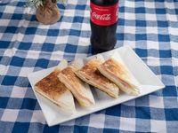 Sandwiche caliente reforzado, triple pan, abundante jamon y muzzarella mas coca de 600