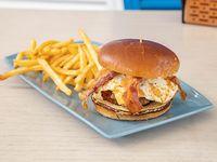 Big brunch burger con papas fritas