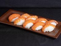 Nigiri de salmón (9 piezas)