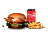 Combo - Chicken club sándwich + papas (porción grande) + bebida en lata 350 ml