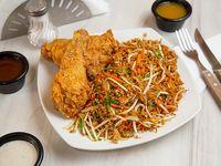 Combo 6 - 2 presas de pollo + arroz oriental + bebida