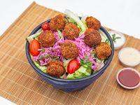 Ensalada del día con falafel (apto vegano)