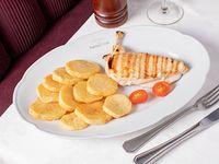 Cuarto de pollo al limón con papas a la española