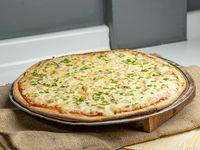 Pizza con queso, camarones, pollo y pimentón