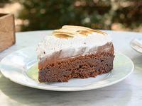 Torta Nemesis con dulce de leche y merengue (porción)