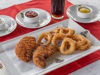 Combo Chicken Country. 2 Pechugas de Pollo Apanadas+8 Unidades de Aros de Cebolla+cocacola220 + 1 Salsa de Mostaza Agridulce