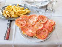 Matambre de ternera a la napolitana con papas fritas