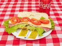 Promo - Panini de jamón crudo, queso, lechuga y tomate + refresco Coca Cola en lata 354 ml