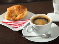 Medialuna + café o té