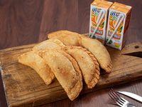 6 empanadas a elección + 2 jugos maxifruta 200ml