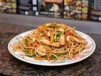 Fideos caseros al wok con pollo