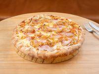 Pizza mozzarella, cebolla caramelizada y panceta