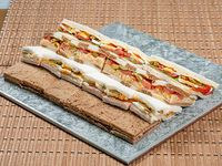 Bandeja de 24 Sandwiches surtidos copetin