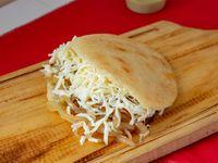 Arepa de queso y cebolla