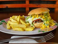 Sándwich de churrasco atómico + papas fritas