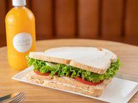 Promo - Jugo natural 250ml + sándwich olímpico