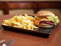 Hamburguesa Verdi con papas fritas