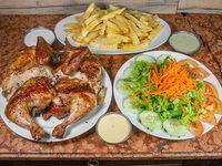 Pollo entero + papas fritas + ensalada
