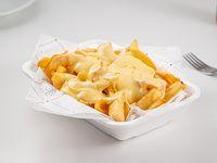 Papas fritas con cuatro quesos