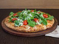 Pizza muzzarella rucula tomate cherry y parmesano