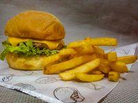 Cheese Burger + Papas Francesa