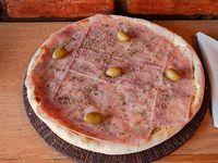 Pizza a la piedra con jamón