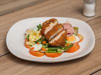 Ensalada variada con pollo rebozado