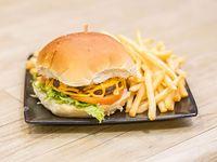 Hamburguesa con queso y papas fritas